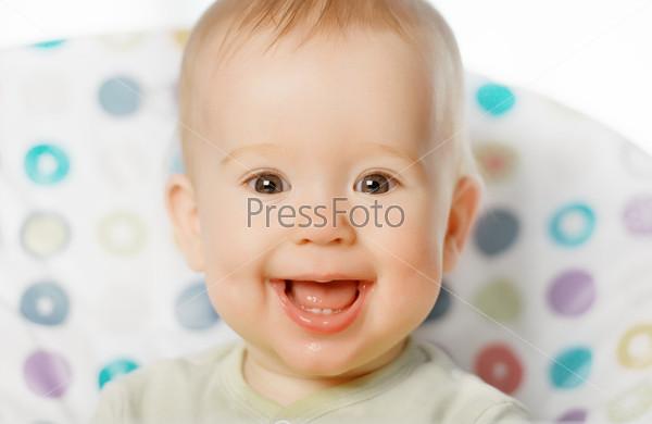 Веселый ребенок