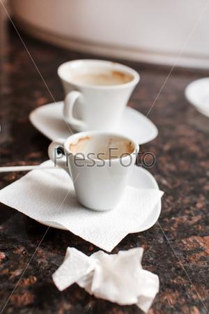 Пустые кофейные чашки