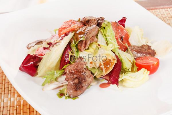 Салат с говядиной и грейпфрутом
