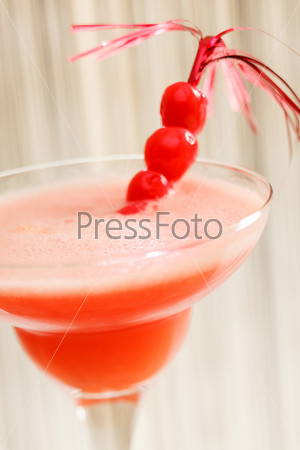 Фотография на тему Красный коктейль