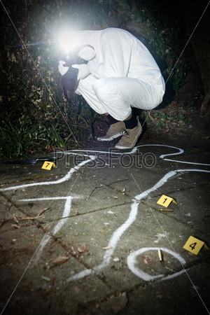 Фотограф снимает сцену преступления