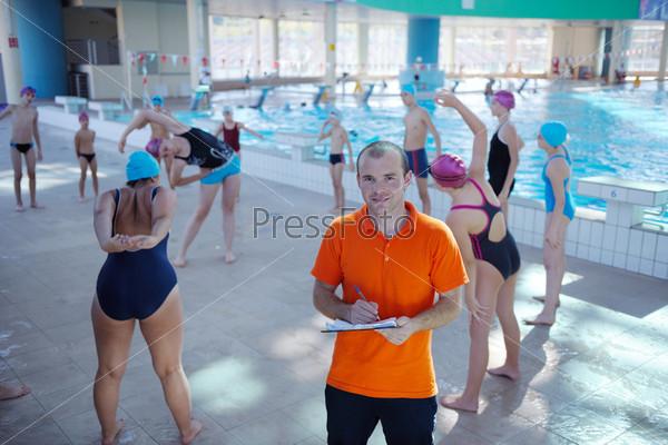 Фотография на тему Счастливые дети в плавательном бассейне