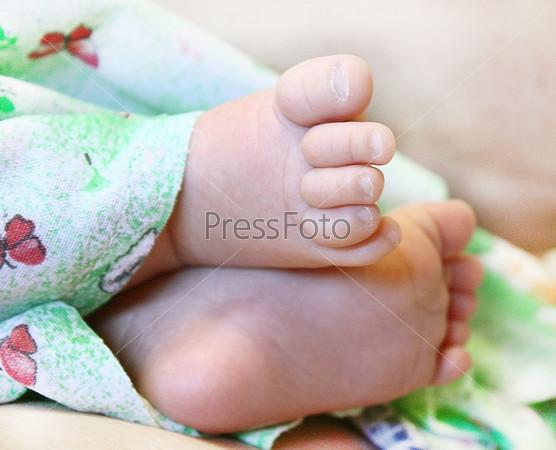 Маленькие ступни младенца