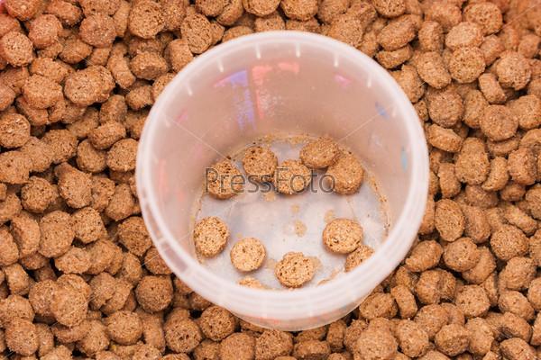 Сухой корм для животных с мерным стаканом