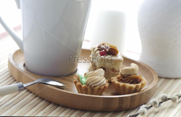 Фотография на тему Кексы с кремом и кружка