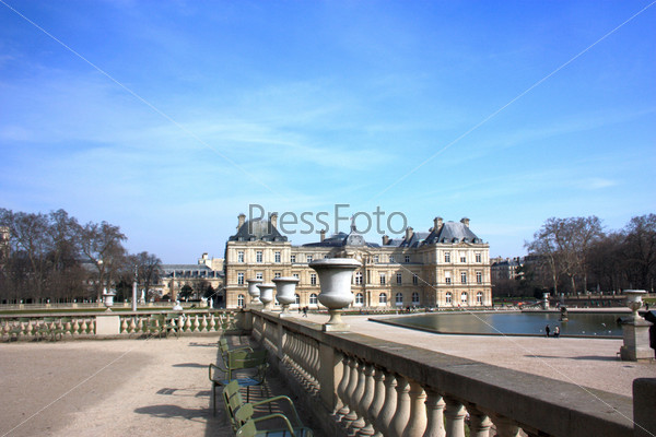Фотография на тему Люксембургский дворец в Люксембургском саду. Париж, Франция