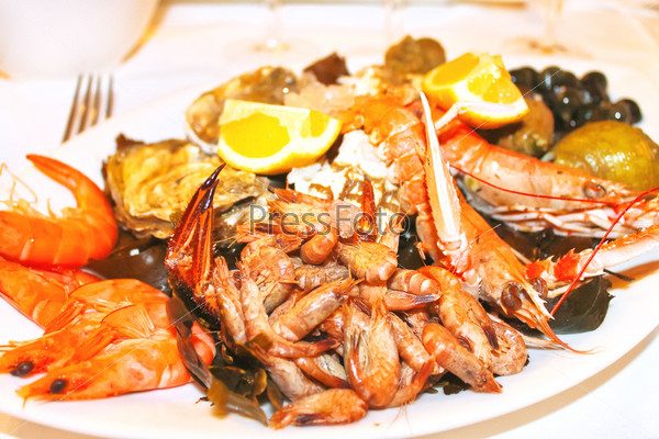 Блюдо с морепродуктами во французском ресторане