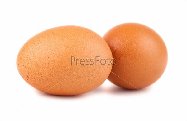 Пара коричневых куриных яиц