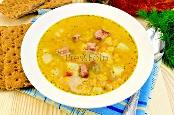 Фотография на тему Гороховый суп с грудинкой и хлебцами