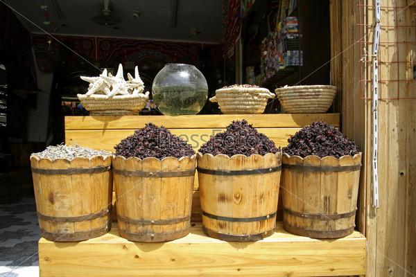 Фотография на тему Травы на местном рынке в Дахаб, регион Красного моря, Синай, Египет