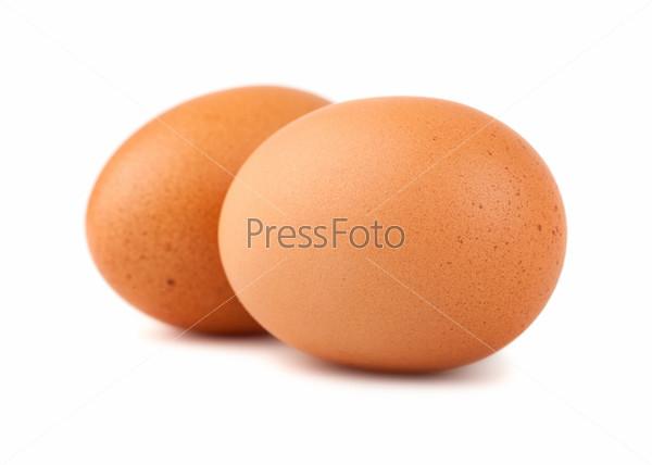 Два коричневых куриных яйца