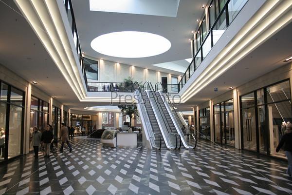 Фотография на тему Торговый центр и эскалатор