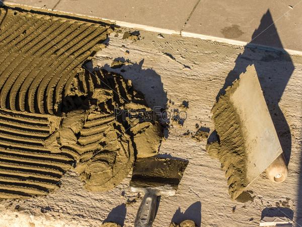 Фотография на тему Кладка керамической плитки на пол