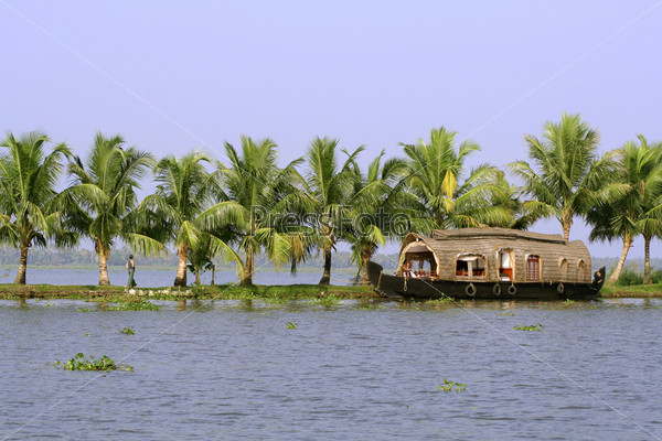 Круиз на корабле по реке, Керала, Индия