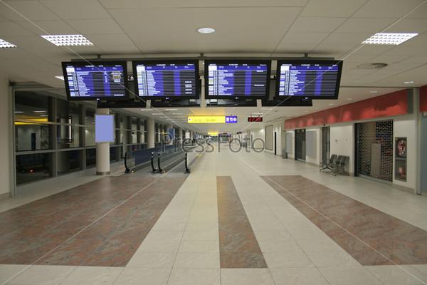 Табло в зале международного аэропорта