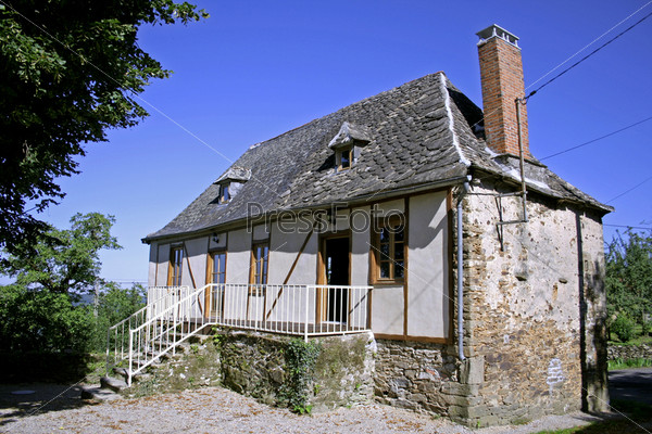Недавно отреставрированный старый дом в Коррез, Франция