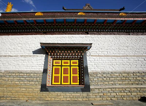 Монастырская стена с окном, Верхний Писанг, Аннапурна, Непал
