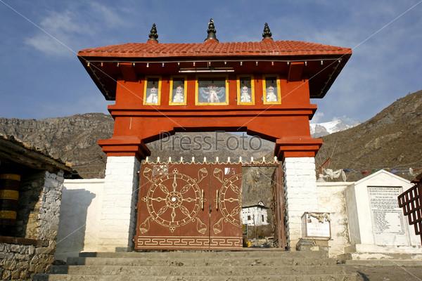 Ворота в храме Муктинатх, Аннапурна, Непал