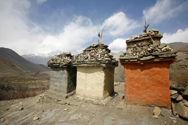 Фотография на тему Тибетская мемориальная гробница, Аннапурна, Непал