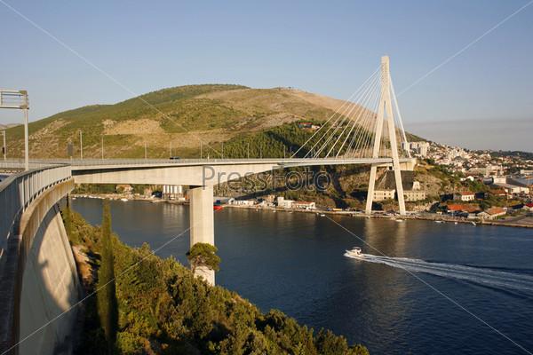 Мост на въезде в город Дубровник в Хорватии