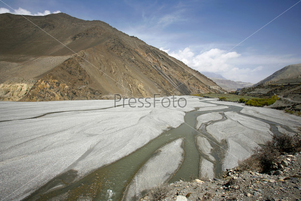 Панорама долины реки в Нижнем Мустанге, Аннапурна, Непал