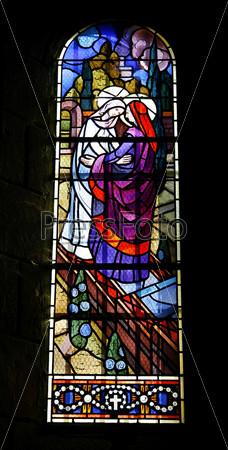 Фотография на тему Витражные окна в церкви