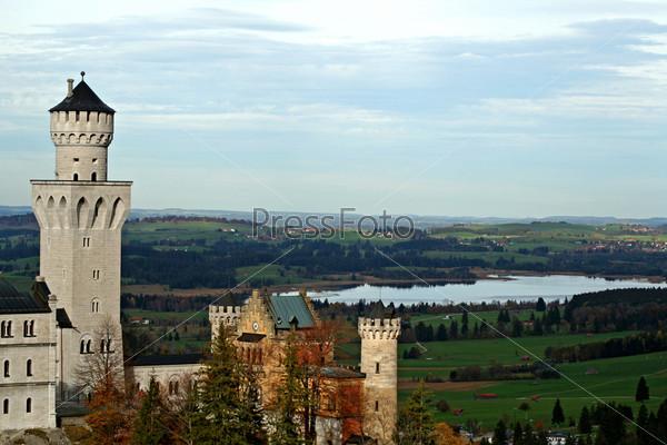 Замок Нойшванштайн и озеро