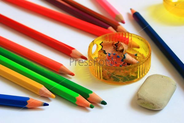 Фотография на тему Принадлежности для рисования. Цветные карандаши