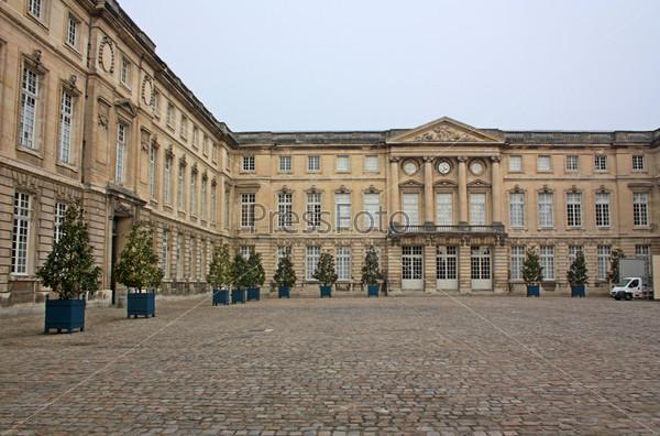 Компьенская резиденция - дворец французских королей в городе Компьень. Франция