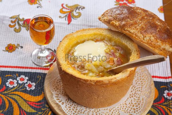 Русский суп в калаче