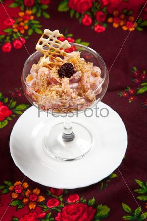 Десерт с мороженным