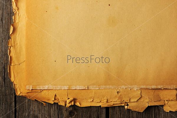 Старая порванная бумага на фоне