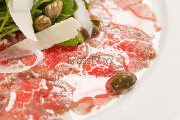 Фотография на тему Карпаччо из мяса с сыром пармезан
