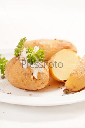 Фотография на тему Запеченный картофель с мягким сыром