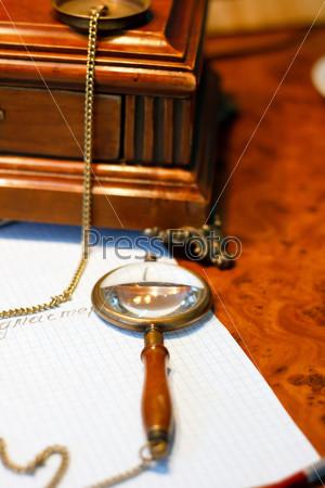 Фотография на тему Старомодные объекты на столе