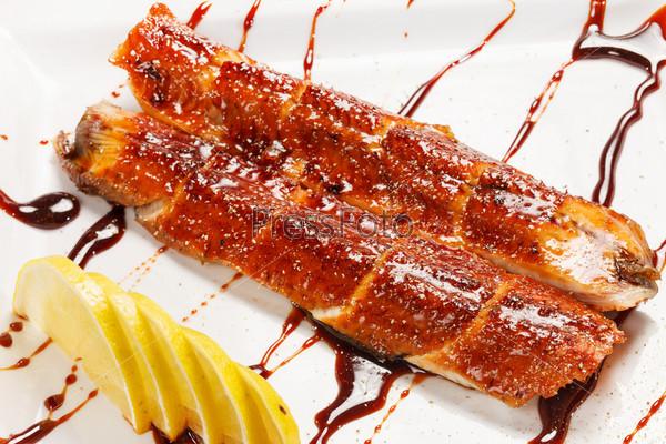Японская еда, жареный угорь (унаги)