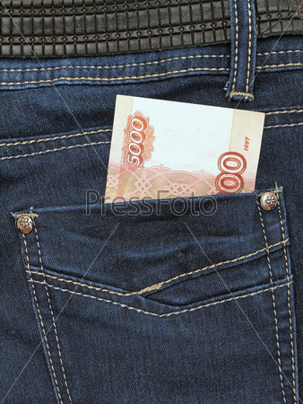 Фотография на тему Пятитысячная купюра в кармане джинсов