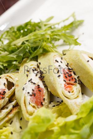 Фотография на тему Вкусная закуска с лососем и сыром
