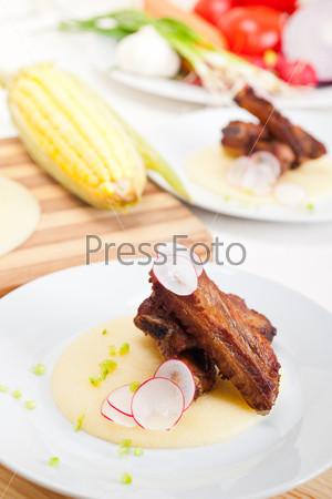 Фотография на тему Свиные ребрышки на кукурузной поленте