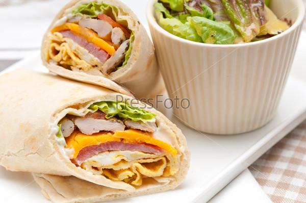 Клубный сэндвич с хлебом пита