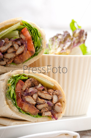 Фотография на тему Шаурма, сэндвич с куриным рулетом