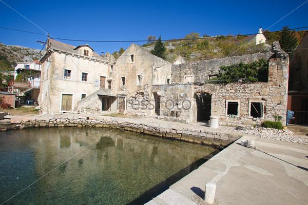 Фотография на тему Старые руины