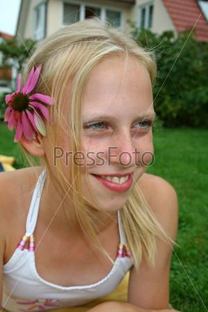 Фотография на тему Девушка с цветком