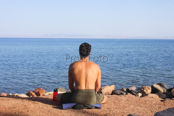 Фотография на тему Человек медитирует