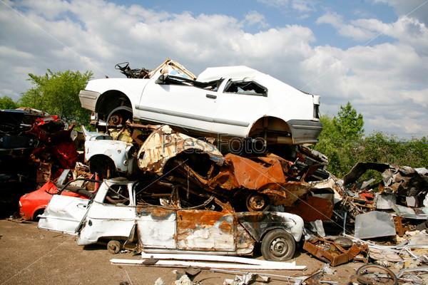 Автомобильная свалка