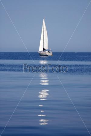 Фотография на тему Парусник с отражением