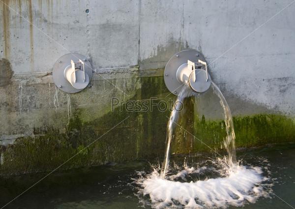 Фотография на тему Две водопроводные трубы
