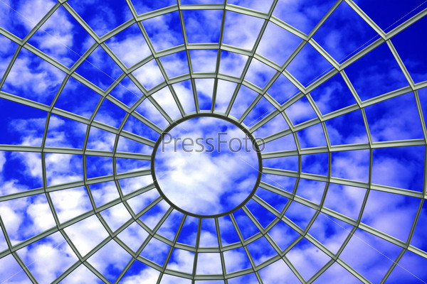 Паутина на голубом небе