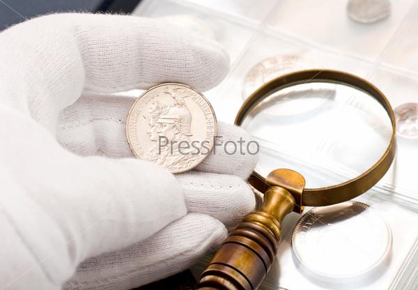 Старая серебряная монета