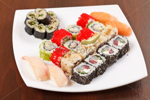 Фотография на тему Суши на тарелке